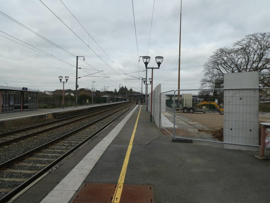 Gare de Bruz (PK 383,9) P1020512