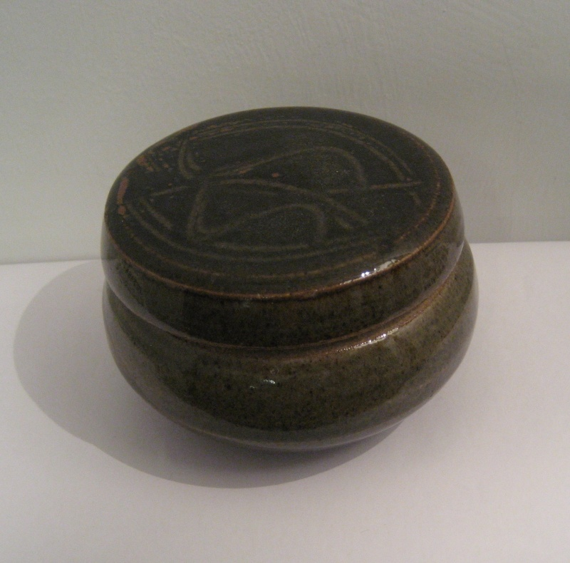 Small Round Lidded Pot. Help To ID Please? Img_2120