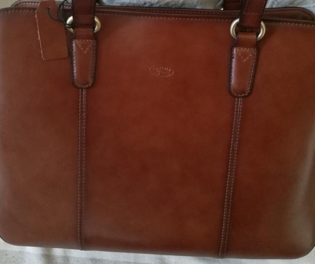Pour quel sac/cartable/besace/gibecière avez-vous opté pour trimballer votre bazar ? - Page 24 Img_2029