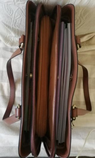 Pour quel sac/cartable/besace/gibecière avez-vous opté pour trimballer votre bazar ? - Page 24 Img_2031