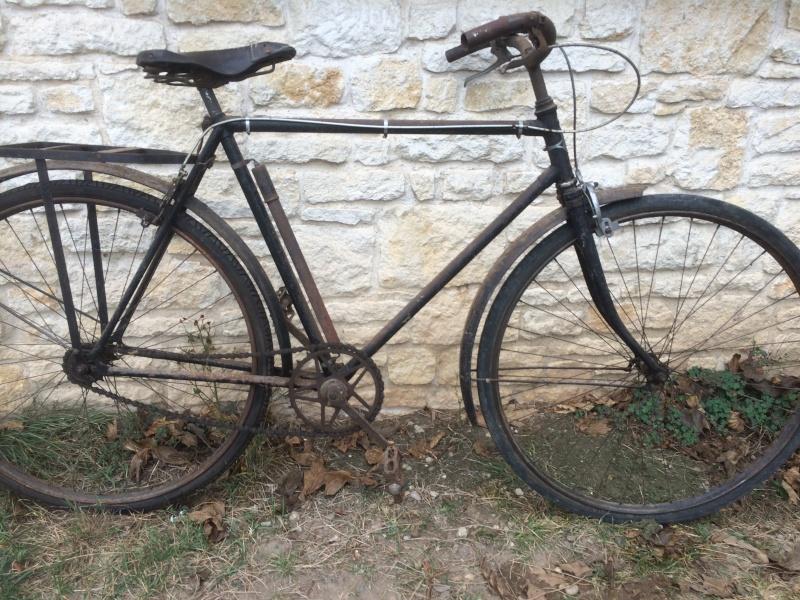 un vieux vélo , à m'aider a dater  Img_1710