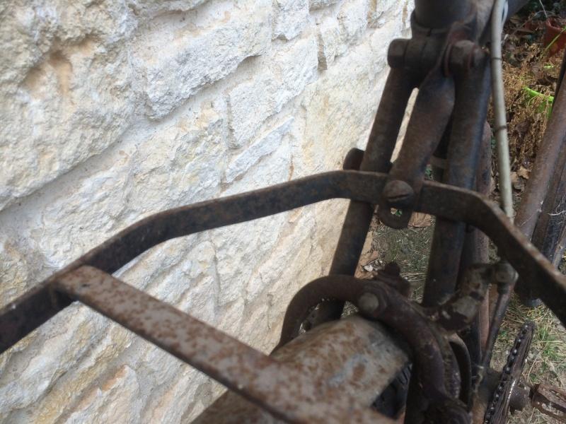 un vieux vélo , à m'aider a dater  Img_1712