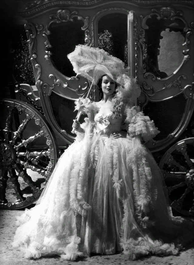 Madame du Barry de William Dieterle (1934) avec Anita Louise Dolore16