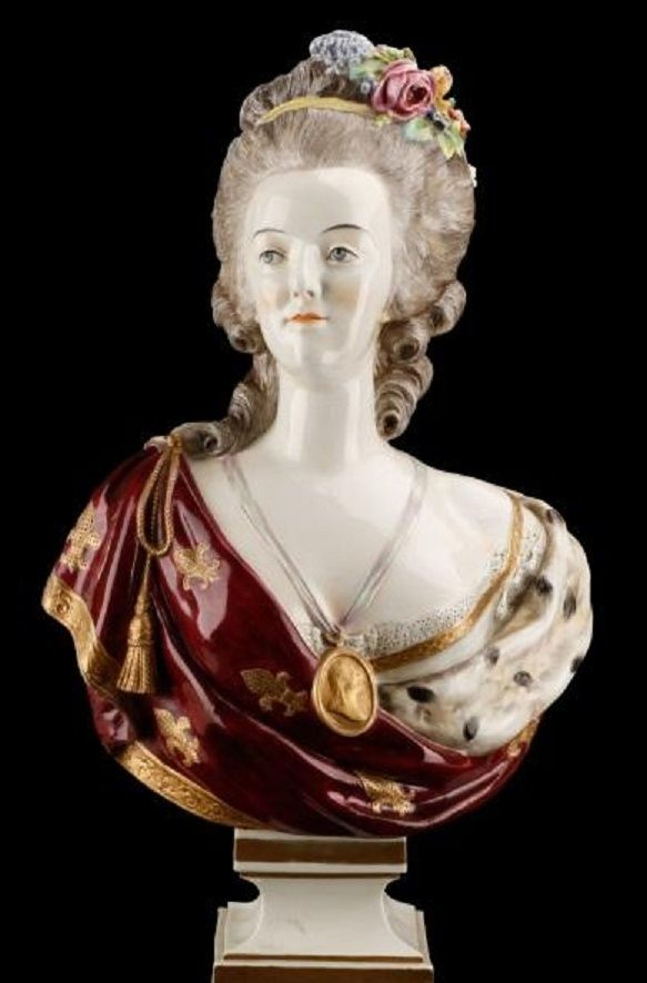 A vendre: bustes Marie Antoinette - Page 4 Zzzm10