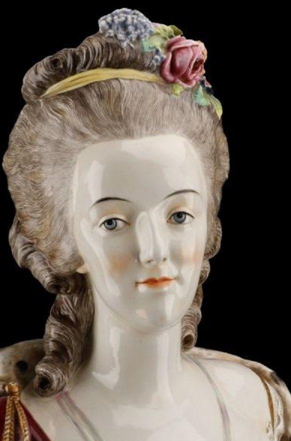 A vendre: bustes Marie Antoinette - Page 4 Zzzm11
