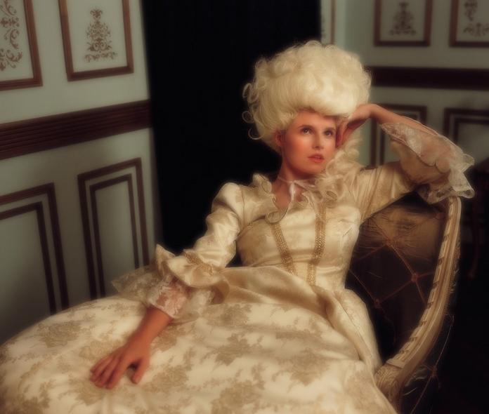 """Marie-Antoinette dans la série """"Decadence"""" Ztot10"""