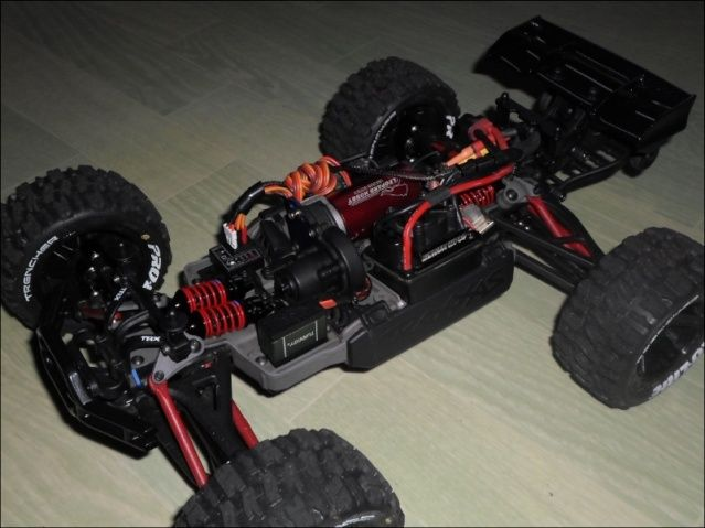 E-Revo's 1/16 Brushless 3S (380/540) 110