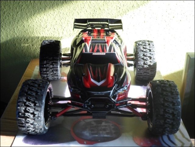 E-Revo's 1/16 Brushless 3S (380/540) 111