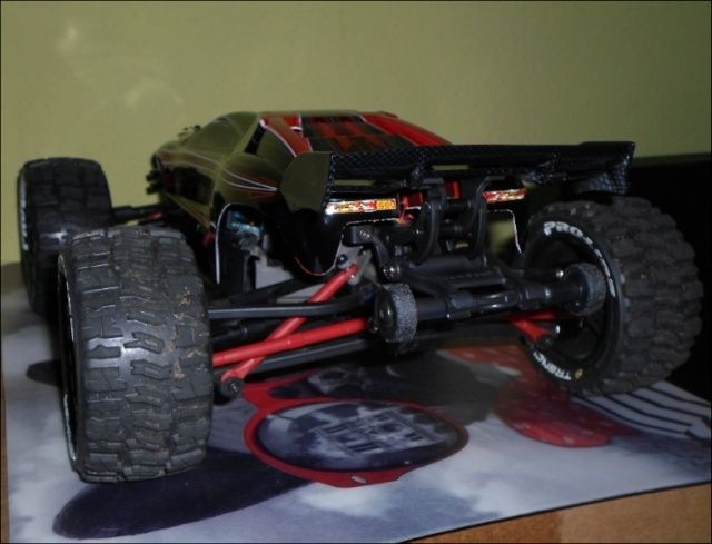 E-Revo's 1/16 Brushless 3S (380/540) 16b10