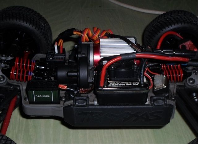 E-Revo's 1/16 Brushless 3S (380/540) 310