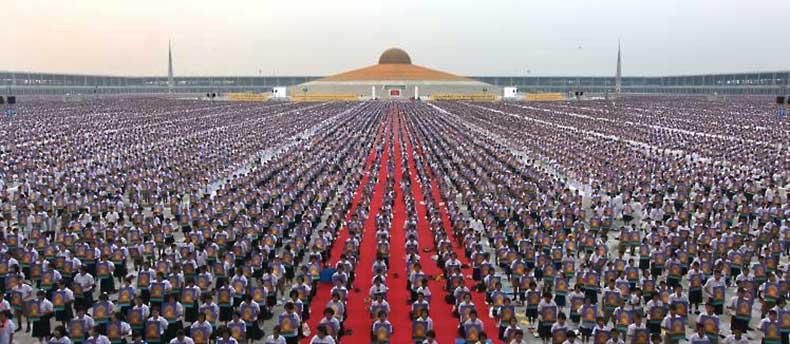Thaïlande : 1 million d'enfants méditent pour la paix mondiale au temple Phra Shammakaya 1-mill10
