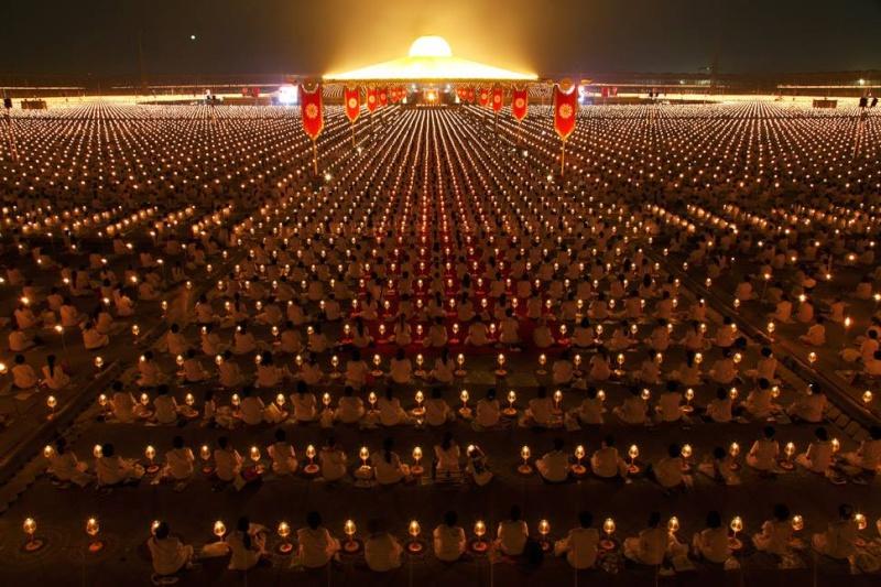 Thaïlande : 1 million d'enfants méditent pour la paix mondiale au temple Phra Shammakaya 12185110