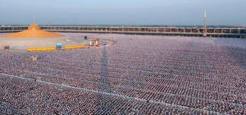 Thaïlande : 1 million d'enfants méditent pour la paix mondiale au temple Phra Shammakaya Childr10