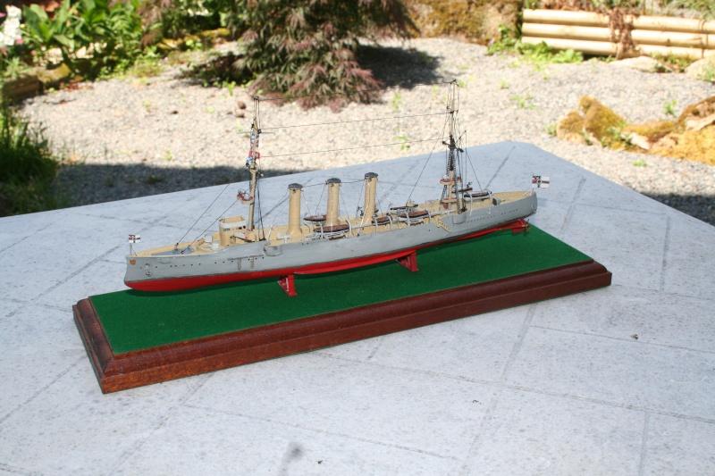 SMS Emden ( 1908) au 1/350 de Revell par Michaud Img_3410