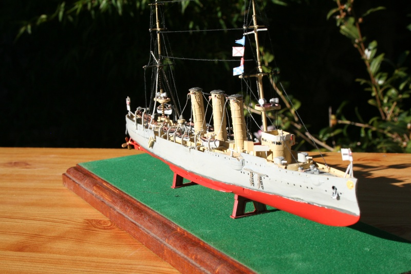 SMS Emden ( 1908) au 1/350 de Revell par Michaud Img_6310
