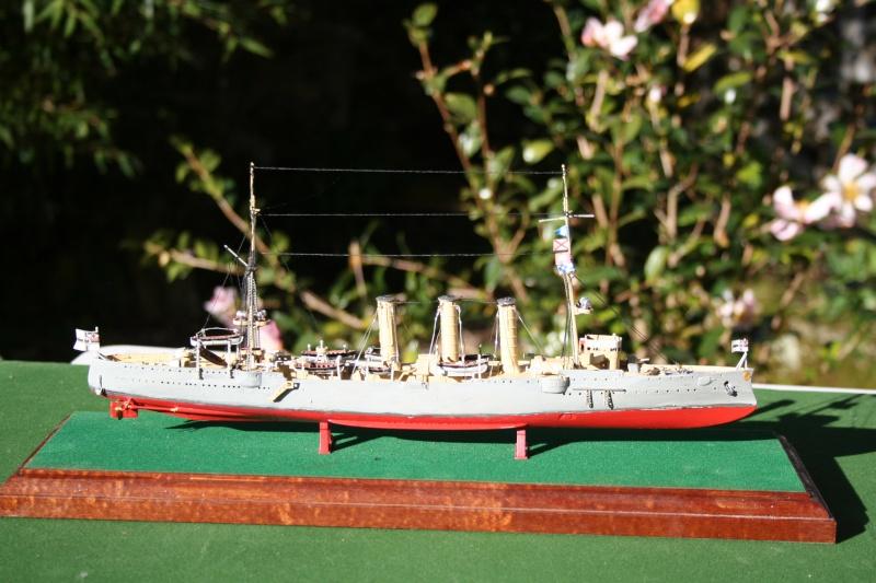 SMS Emden ( 1908) au 1/350 de Revell par Michaud Img_6317