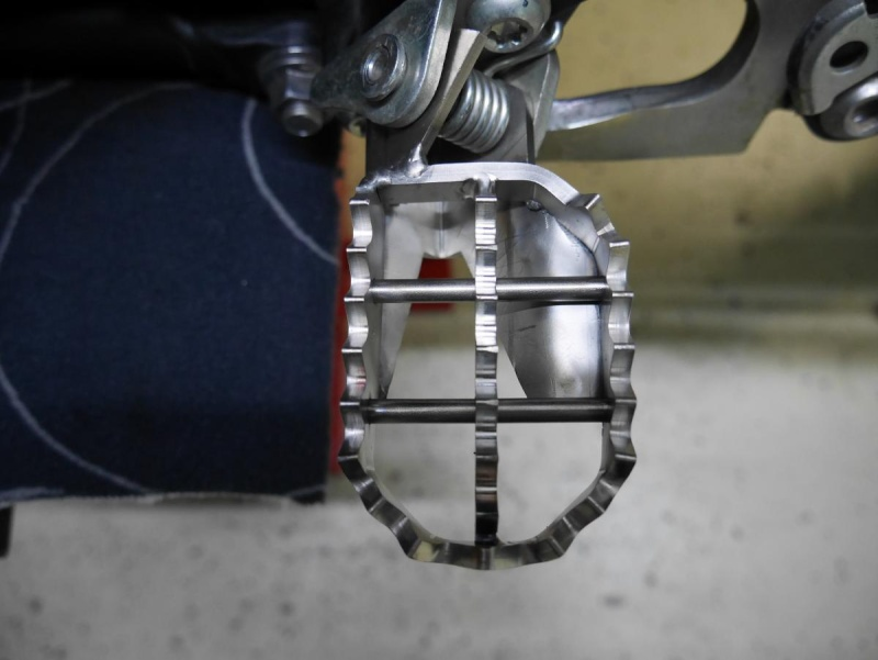 Footpegs for WR250R - Page 3 P1020212