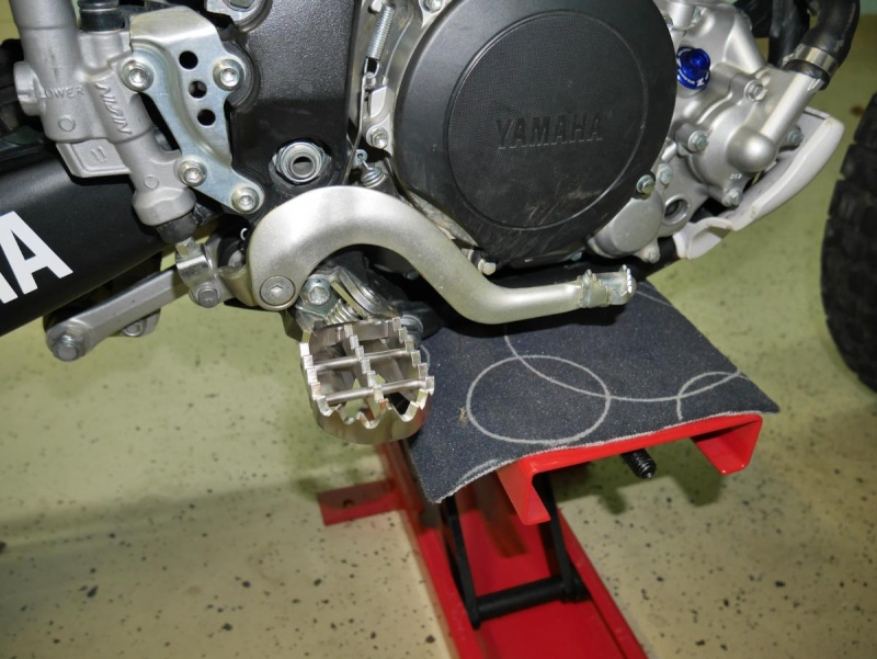 Footpegs for WR250R - Page 3 P1020215