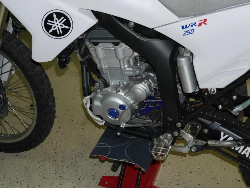 Footpegs for WR250R - Page 3 P1020220