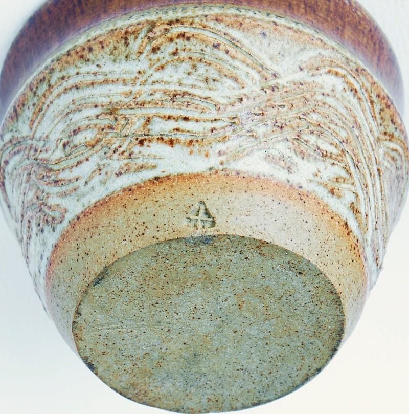 Studio Pottery Bowl: Unknown Marks. Dsc01819