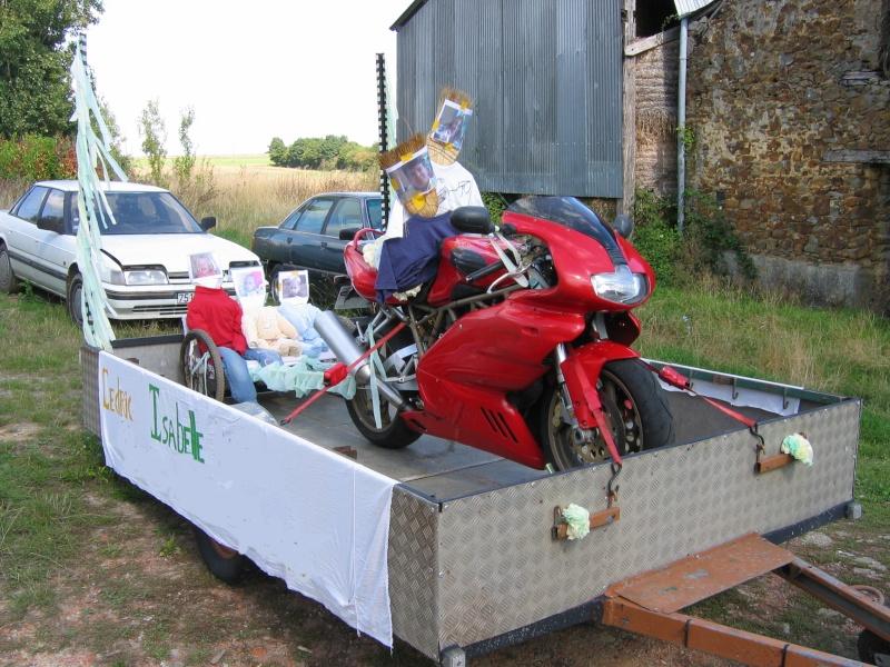 [clos] Concours photo: Votre moto sur fond d'humour (ou d'ironie) 2010-010