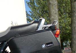 R100R Fabrication d'un porte bagages pour topcase - Page 2 Poig_10
