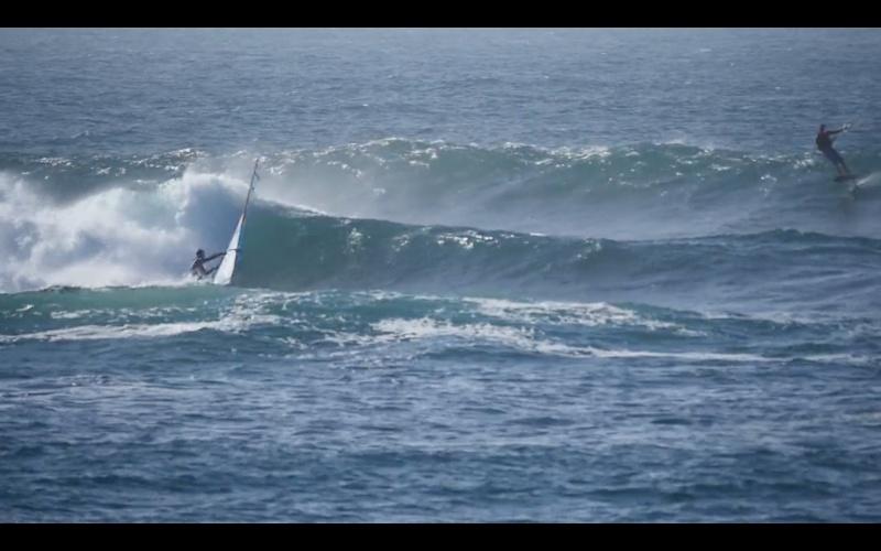 Un foiler dans les vagues en bretagne Foil_d10