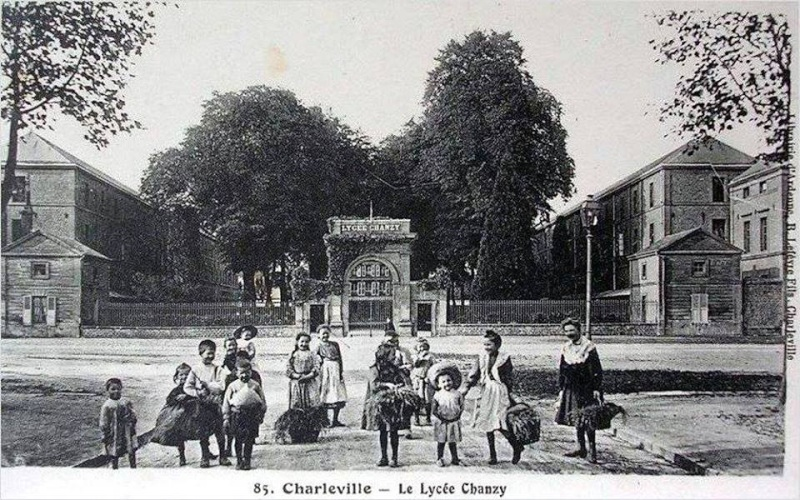 Charleville Mézières, et ses cartes postales anciennes 12274510