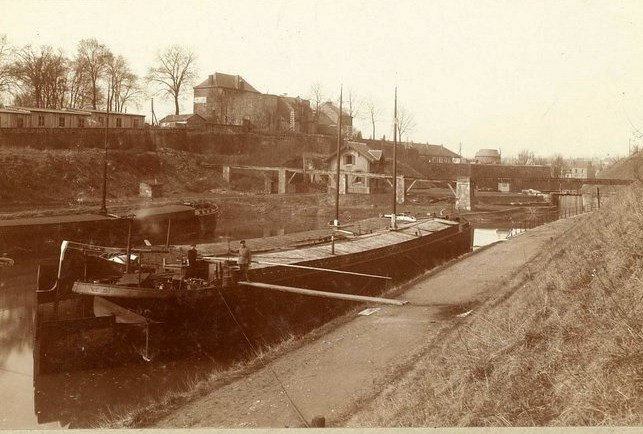 Charleville Mézières, et ses cartes postales anciennes 12540611