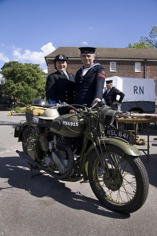"""Exemples de Vehicules de la Royal Navy à Chatham - UK """"Salute the 40s"""" Moto10"""