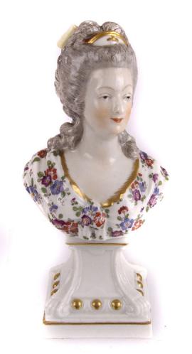 A vendre: bustes Marie Antoinette - Page 4 Zzzzd10