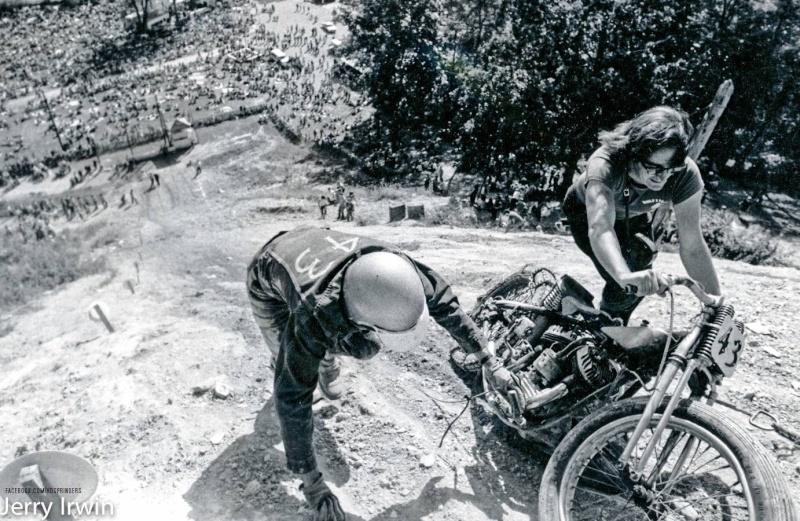 Vieilles photos (pour ceux qui aiment les anciennes photos de bikers ou autre......) - Page 6 12370610