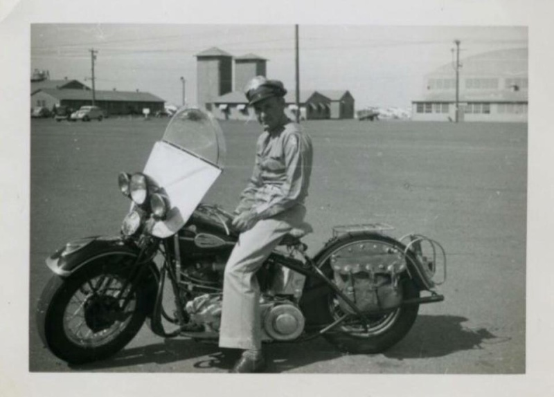 Vieilles photos (pour ceux qui aiment les anciennes photos de bikers ou autre......) - Page 9 12417610