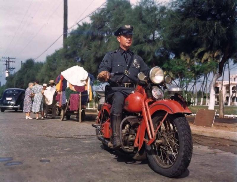 Vieilles photos (pour ceux qui aiment les anciennes photos de bikers ou autre......) - Page 9 12523110