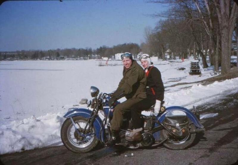 Vieilles photos (pour ceux qui aiment les anciennes photos de bikers ou autre......) - Page 9 12647510