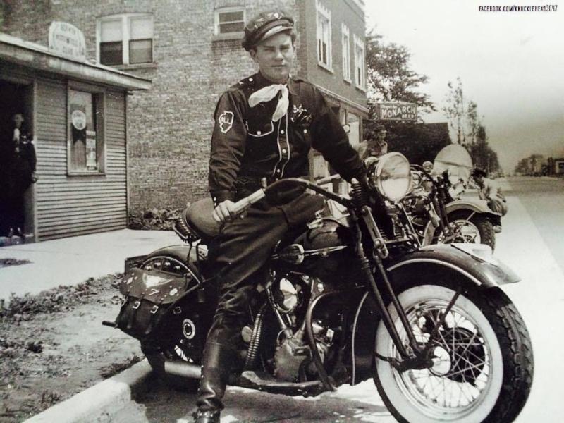 Vieilles photos (pour ceux qui aiment les anciennes photos de bikers ou autre......) - Page 10 12744410