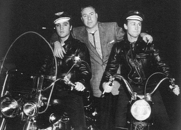 Vieilles photos (pour ceux qui aiment les anciennes photos de bikers ou autre......) - Page 2 Elvis-10
