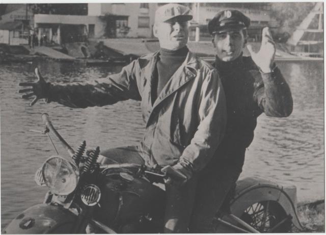 Vieilles photos (pour ceux qui aiment les anciennes photos de bikers ou autre......) Image10