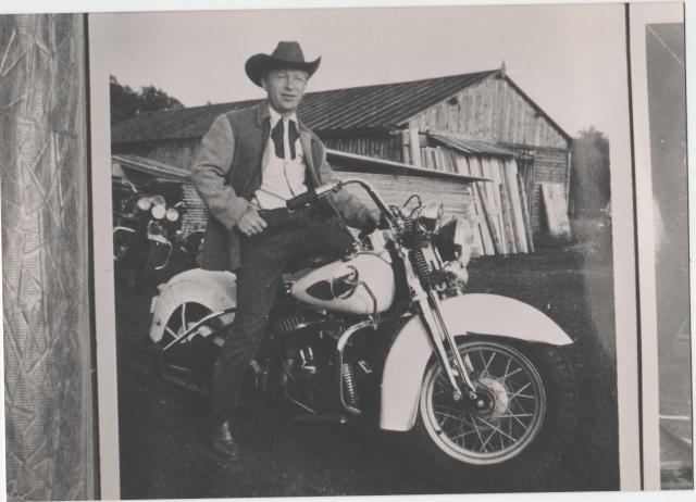 Vieilles photos (pour ceux qui aiment les anciennes photos de bikers ou autre......) Image_12