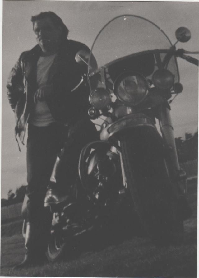 Vieilles photos (pour ceux qui aiment les anciennes photos de bikers ou autre......) Image_13