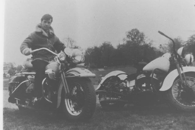 Vieilles photos (pour ceux qui aiment les anciennes photos de bikers ou autre......) Photos37