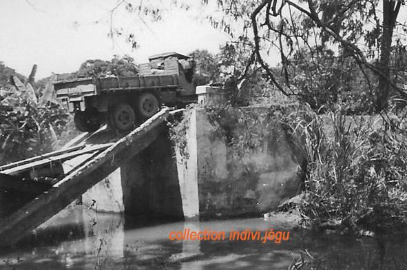 Pont coupé au Km 31 de la route entre Phan Thiet et Dalat 1010