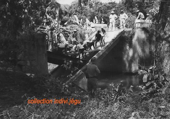 Pont coupé au Km 31 de la route entre Phan Thiet et Dalat 611