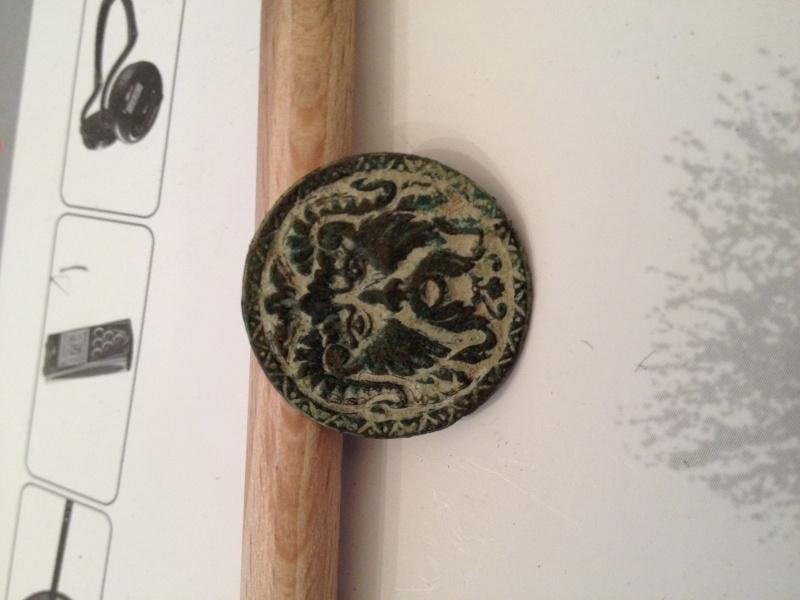 applique en bronze datable du XVIIe siècle Img_0817