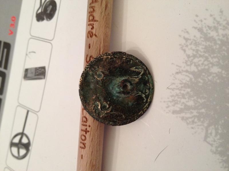 applique en bronze datable du XVIIe siècle Img_0818