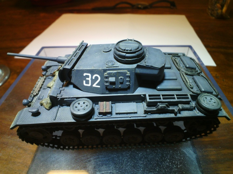 PANZER III AUSF L /Revell 1/72 (FINI) - Page 2 Img_2028