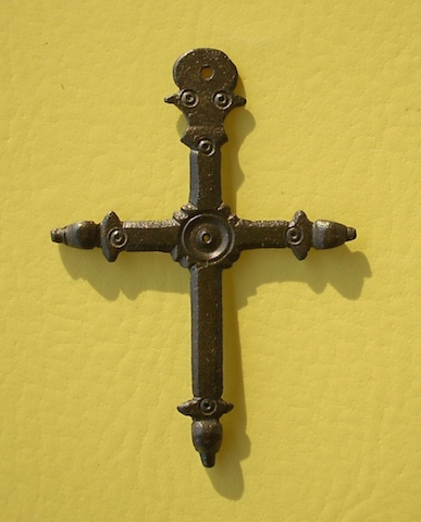 croix typique du Pays de Savoie , au moins du XVI eme à nos jours . 2009-411