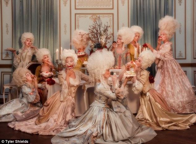 """Marie-Antoinette dans la série """"Decadence"""" 2ec62a10"""