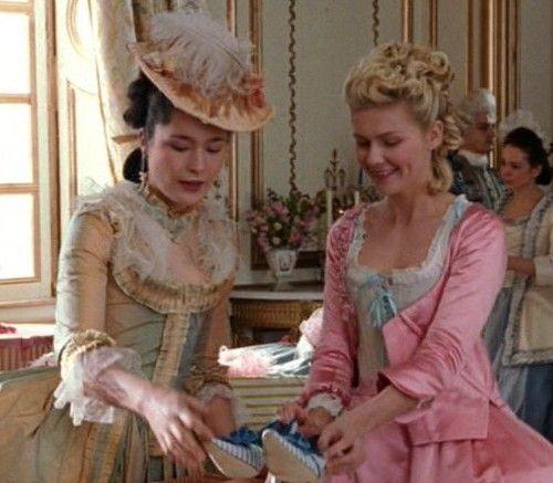 Marie Antoinette avec Kirsten Dunst (Sofia Coppola) - Page 3 B7b90610