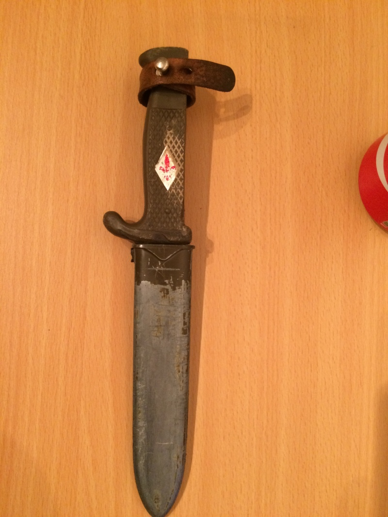 Un très vieux couteau .. 00911